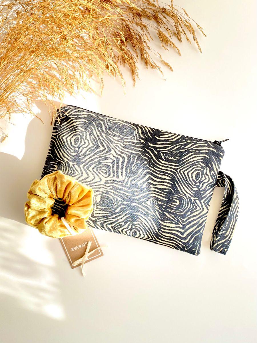 #fashion #pouch #zipperbag #scrunchies #scrunchy #womenaccessories #hairaccessory #τσαντακια #τσαντακι #λαστιχακια #μαλλια #αξεσουαρ