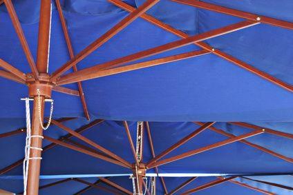 How to Paint Patio Umbrellas thumbnail