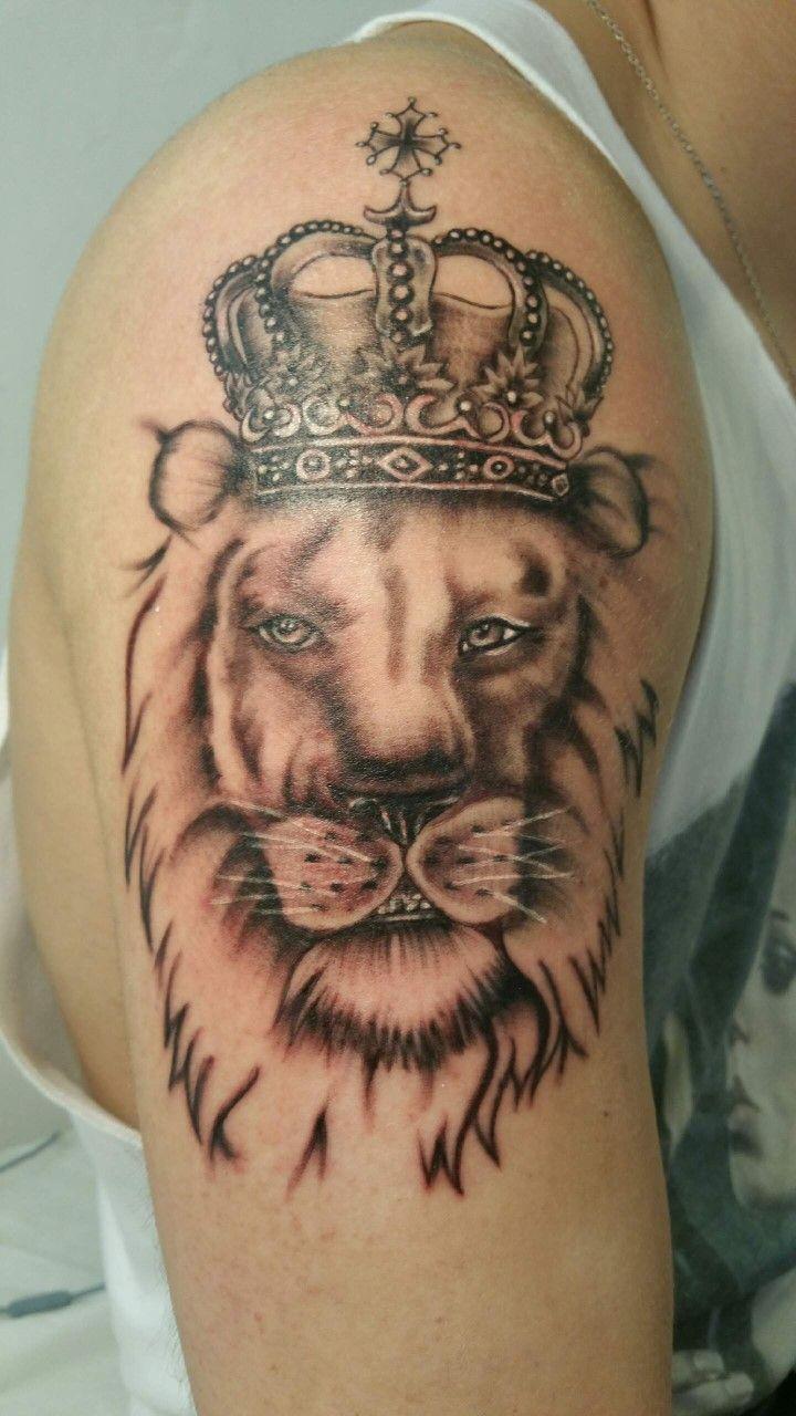 Tete De Lion Avec Couronne Tattoo Tatouage Legend Tattoo Verrieres