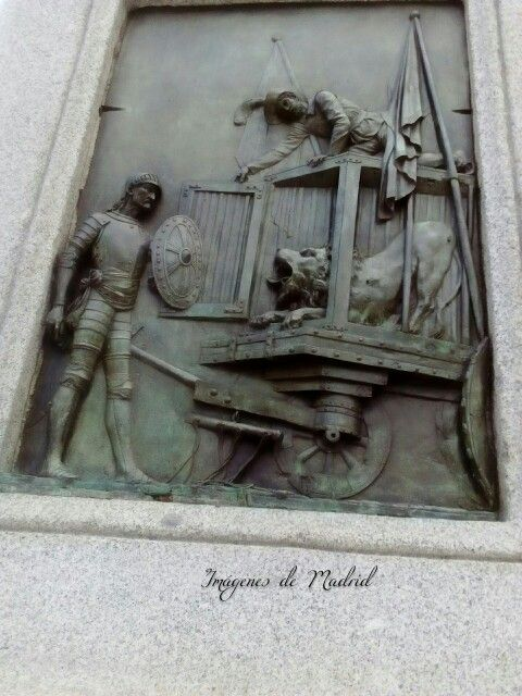 Pedestal del Monumento a Cervantes