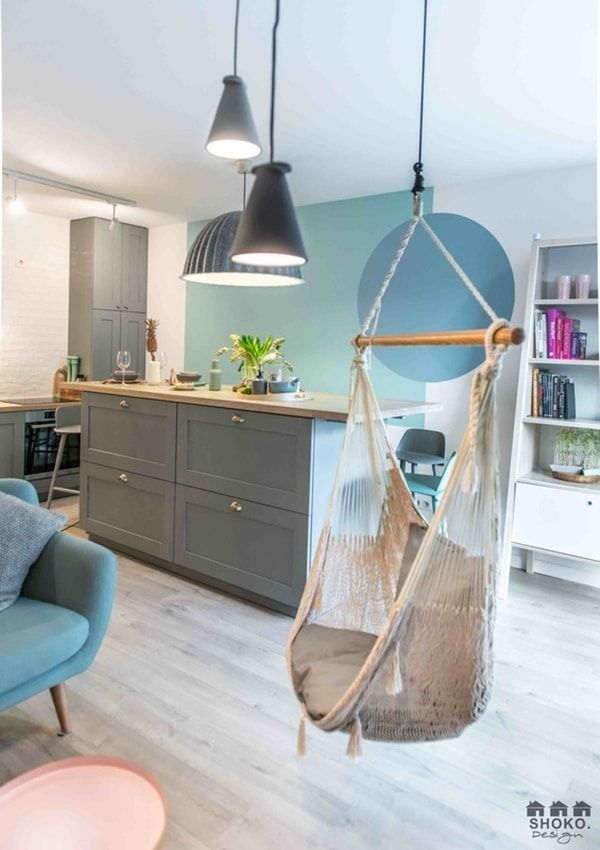 Colores de moda en un coqueto apartamento | Gris, Azul y Cocinas