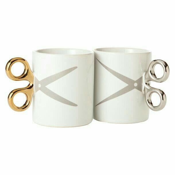 Taza de café con tijeras