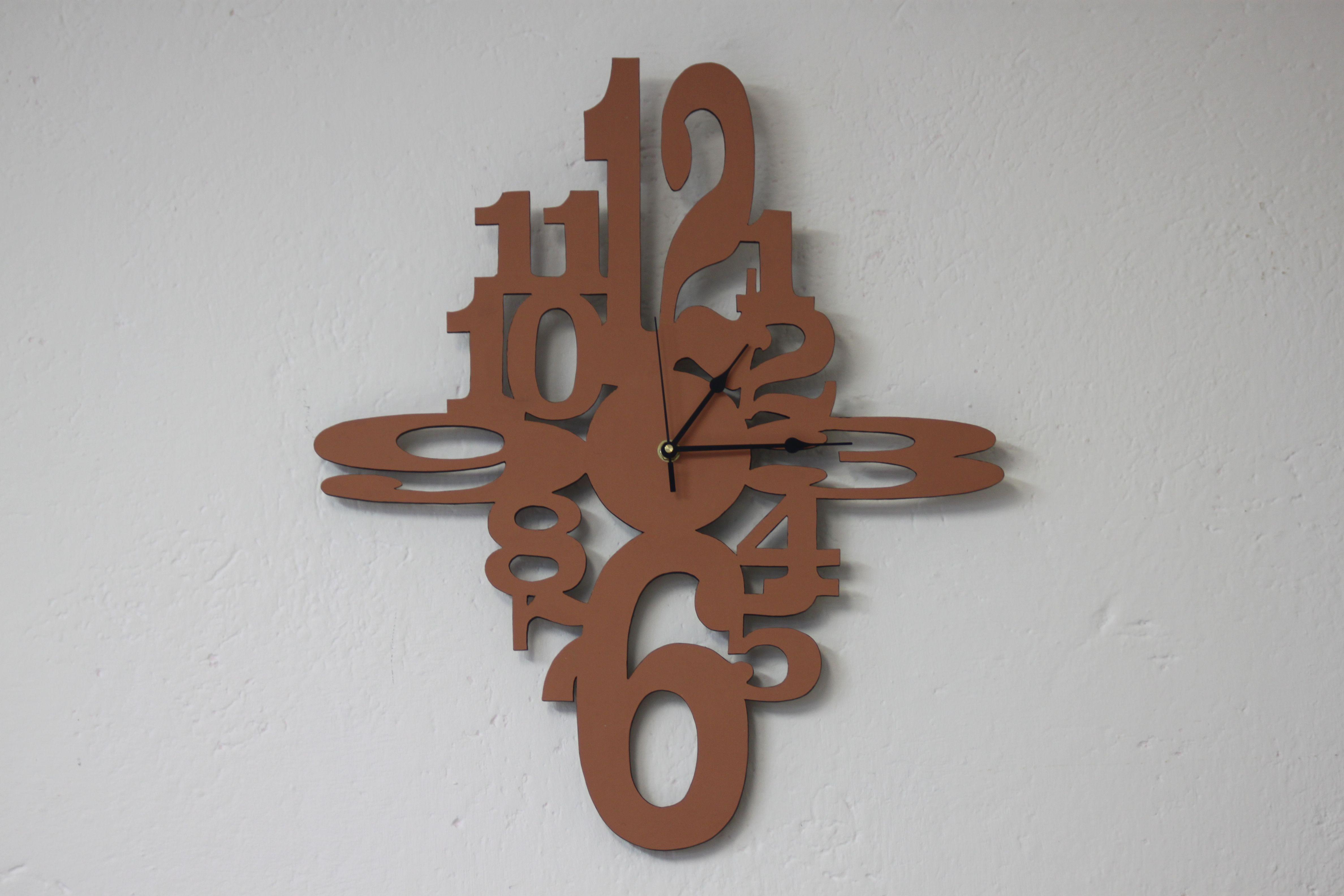 orologio con tutti i numeri quattro grandi orologi da