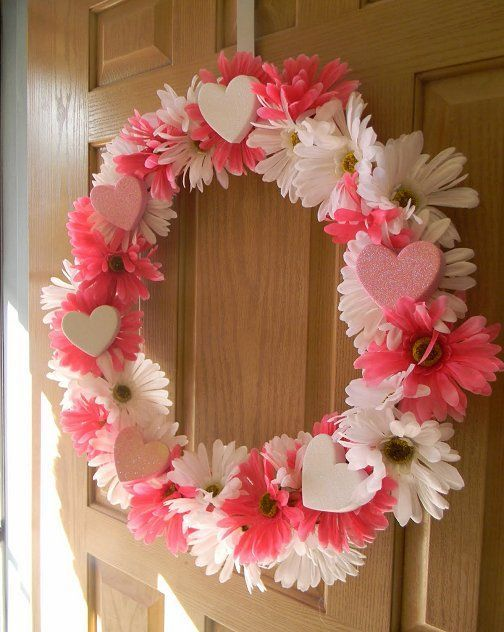 Valentine's+Day+Candy+Wreaths | Valentine's Day Wreaths // I would write Valentine candy sayings on ...