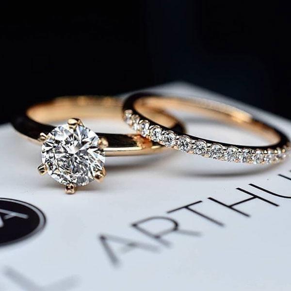 Photo of Hellojewelr Rose Gold Classic 2.0 Carat Round Cut Wedding Ring Set