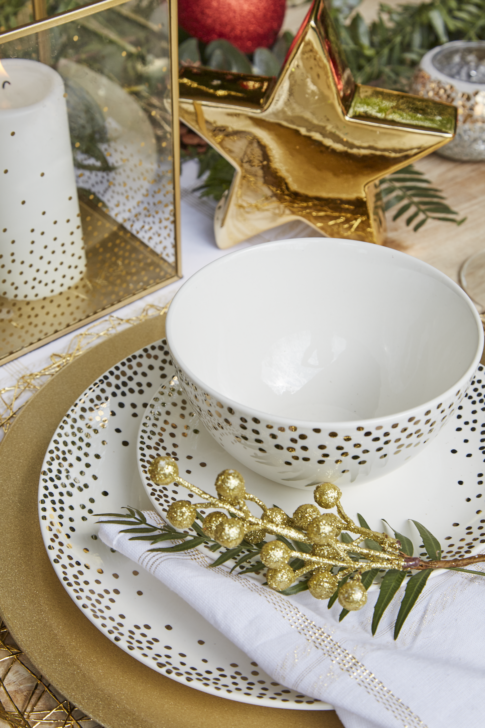 Pin By Better Homes And Gardens On Festive Table Decor With Spotlight Christmas Tableware Christmas Table Setting Centerpieces Christmas Table Decorations