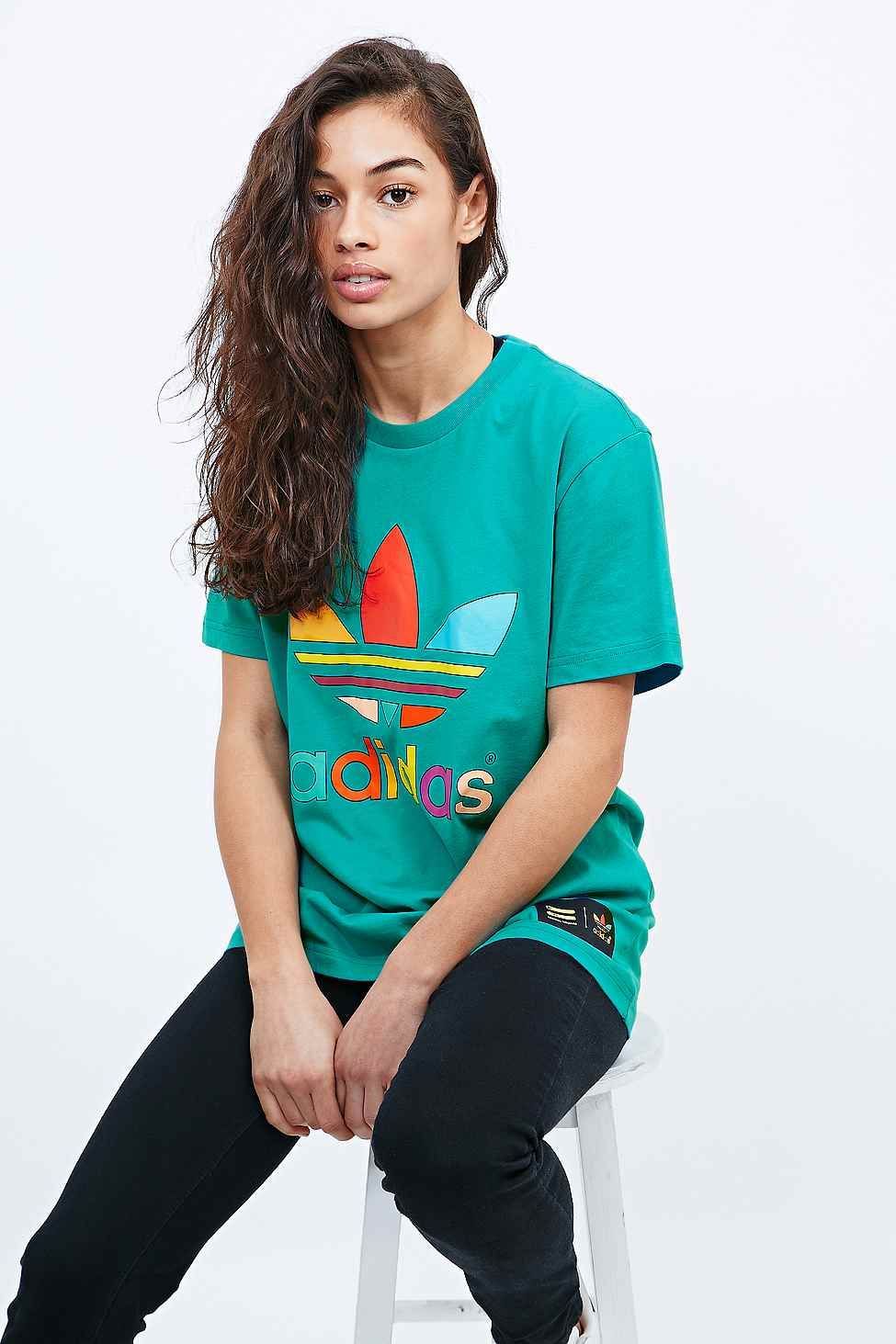 "adidas X Pharrell – T-Shirt ""Supercolor"" in Türkis"