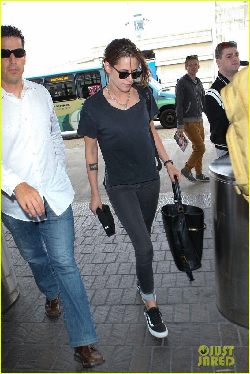 5374b6e9eaf Kristen Stewart Jets Out of Los Angeles Ahead of July 4th