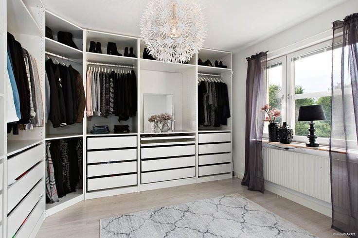 Bedroom 1 Walk In Closet Katherine Oliver Katherine Oliver Sleeping Room Walkin En 2020 Armario De Lujo Diseno De Armario Armarios De Dormitorio