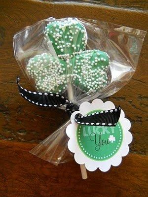 ...made out of Krafts Marshmallow Hearts  ....remember to pick up the Hearts for Valentine's Day....and buy a couple extra for your Shamrock Pops!!