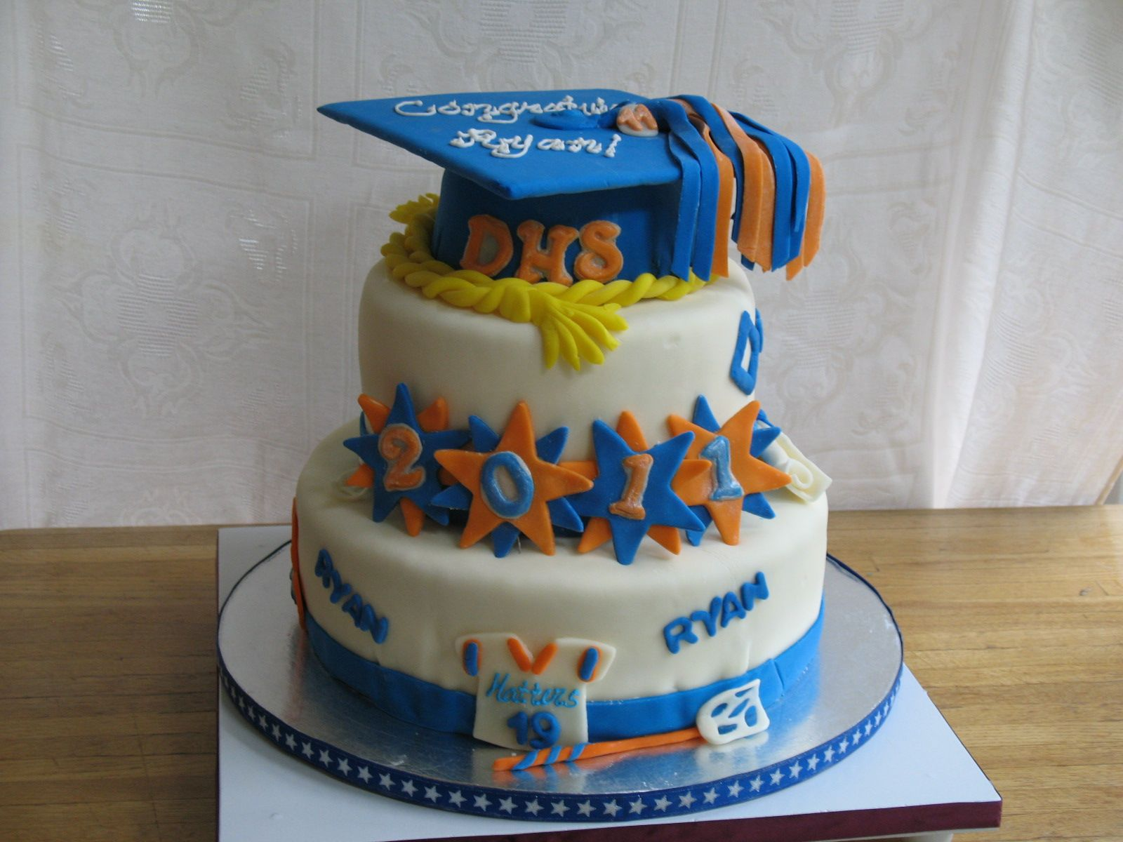 High School Graduation With Images Graduation Cakes High