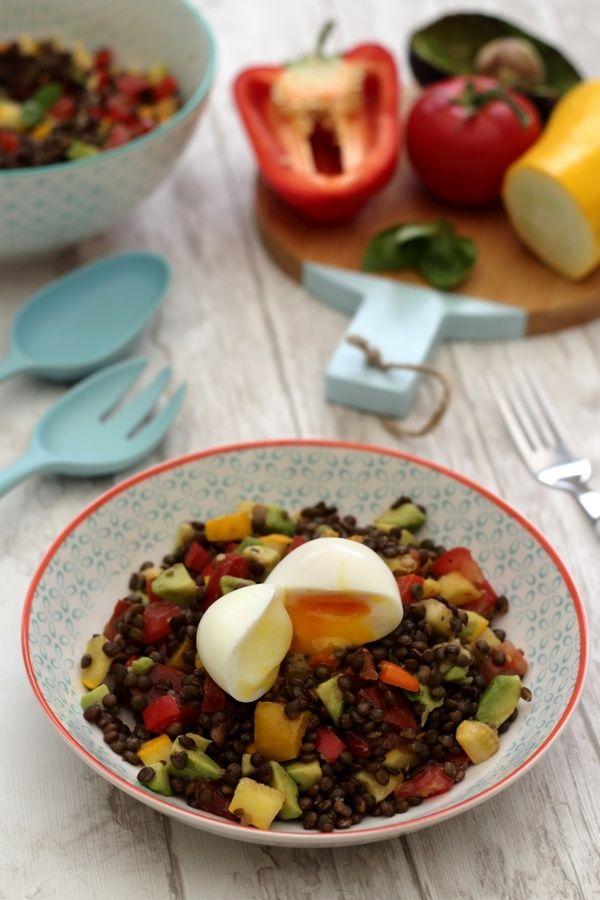 Salade de lentilles aux légumes et oeuf mollet