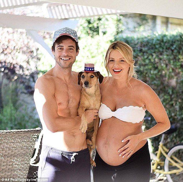Ali Fedotowsky Reveals Baby Push Present As She Leaves Hospital Ali Fedotowsky Manno Bachelorette