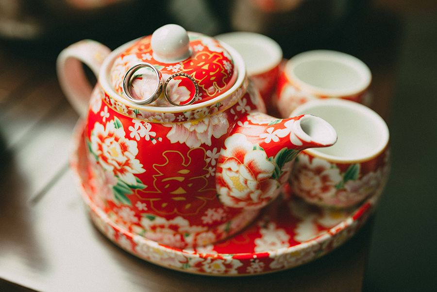 Traditional Chinese wedding tea ceremony red tea set // Old Shanghai Glamour: Howard and Yi-Ann's Wedding at Grand Hyatt Kuala Lumpur