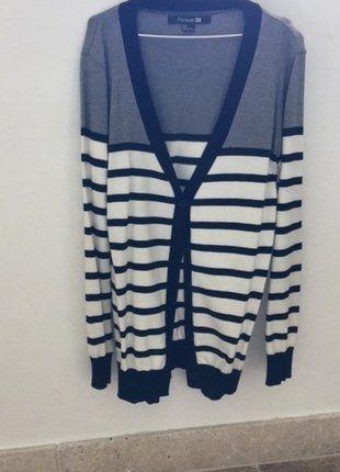 À vendre sur #vintedfrance ! http://www.vinted.fr/mode-femmes/gilets/33282173-gilet-forever-21-noir-blanc-gris