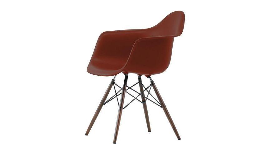 Vitra - Eames Plastic Armchair oxide rood met esdoorn onderstel ...