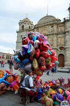 Balloon vendor outside the Santo Domingo Cathedral.