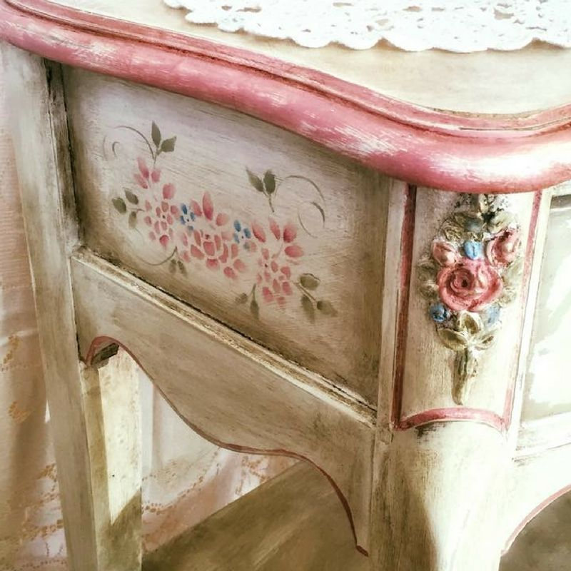 Our Romantic Spirt Janet Metzger has a love affair with pink.
