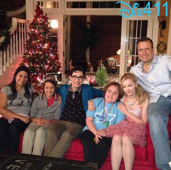 Photos Liv And Maddie Cast With A New Friend Named Lauren On
