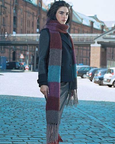 Photo of Blockstreifen in Farbe machen den Schal mit langen Fransen so attraktiv. Er wird…