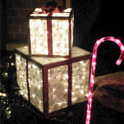 DIY Outdoor Presents-Build your own lawn display of presents with this tutorial
