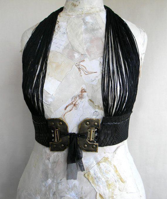 Leder Harness Trapez Korsett Frauen Leder Accessoires von Elyseeart, $138.00