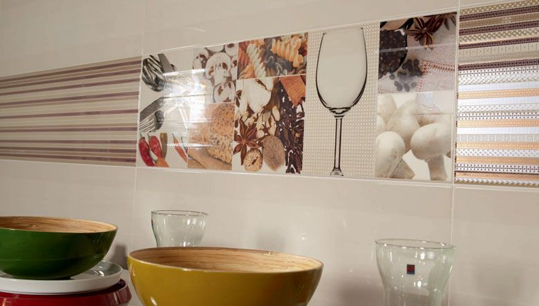 revestimientos paredes de cocinas modernas azulejos baldosas con tonos claros y piezas cermica decorativa con