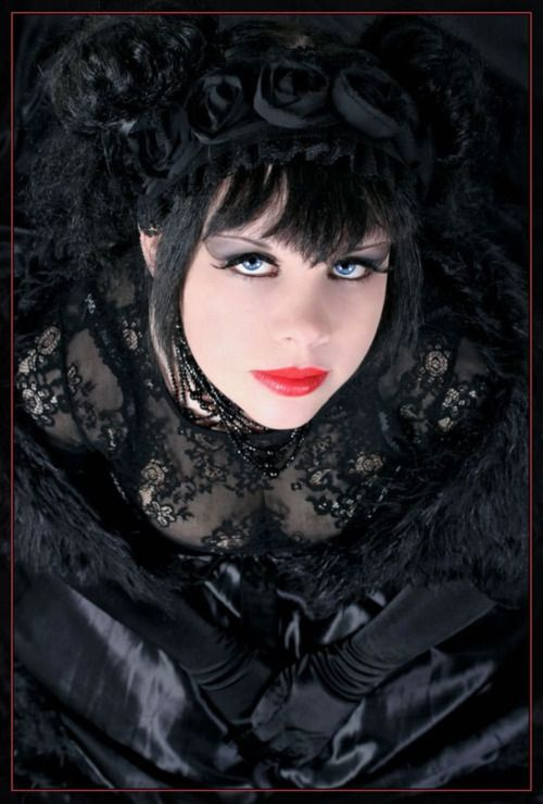Lovely Victorian Goth girl