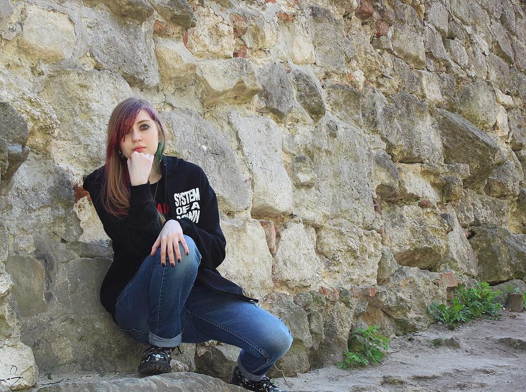 #girl#rock#rocker#punkrocker#pretty#wonderful#beautiful#metal#soad#systemofadown#likeit#rockstyle#skull#steals#jeans#soader#coloredhair#dyedhair#makeup#manicure#rockgirl#music#justscenez#xaltwx#sceneebeneeSecond account @_.wolfling._ by punk_wolf_