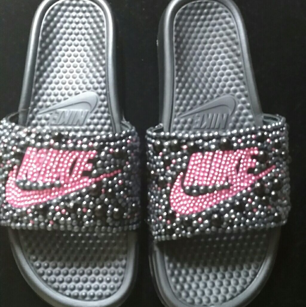 premium selection 5b54a e192d Pin by Sharva Wilson on Just do it - Glitter style! ✓   Nike slides, Nike  wear, How to wear