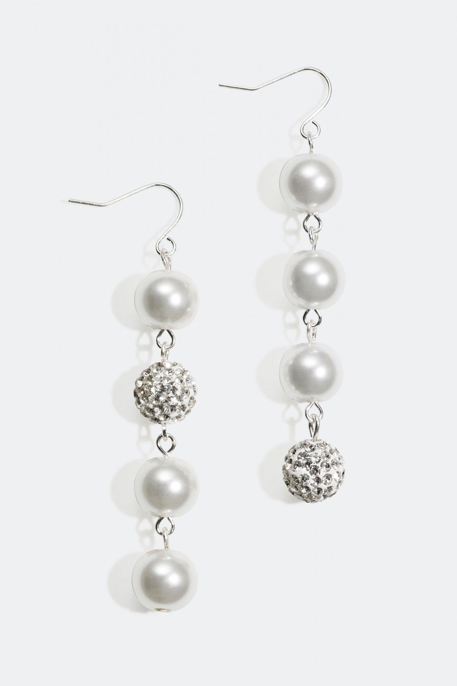 Shoppa örhängen med bollar och plastpärlor online på Glitter.se ... 3c1a62c0a3325
