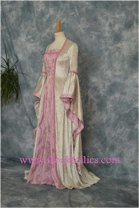 Can you tell yet?  I love pink.  Pretty medieval type dress with some Italian rennaissance flare.