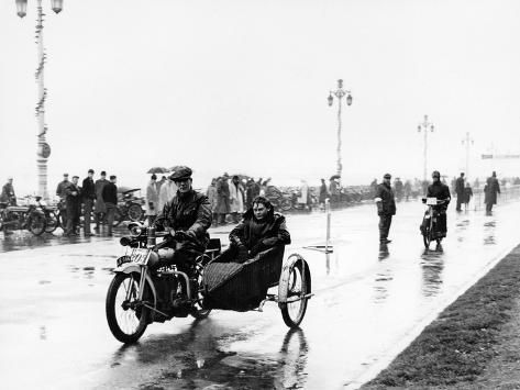 Photographic Print A Bat Motorbike And Sidecar Taking Part In The Pioneer Run Brighton 1913 24x18in In 2021 Sidecar Motorbikes Brighton