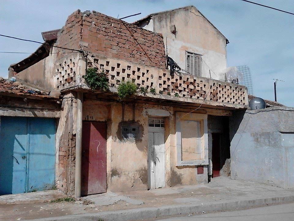 هذا البيت القديم دخله من قبل ومر عبره كريم بلقاسم و فرحات عباس خاصة هذا الأخير فقد كان إذا مر على طريق مدينة البرج التا House Styles Home Decor Style