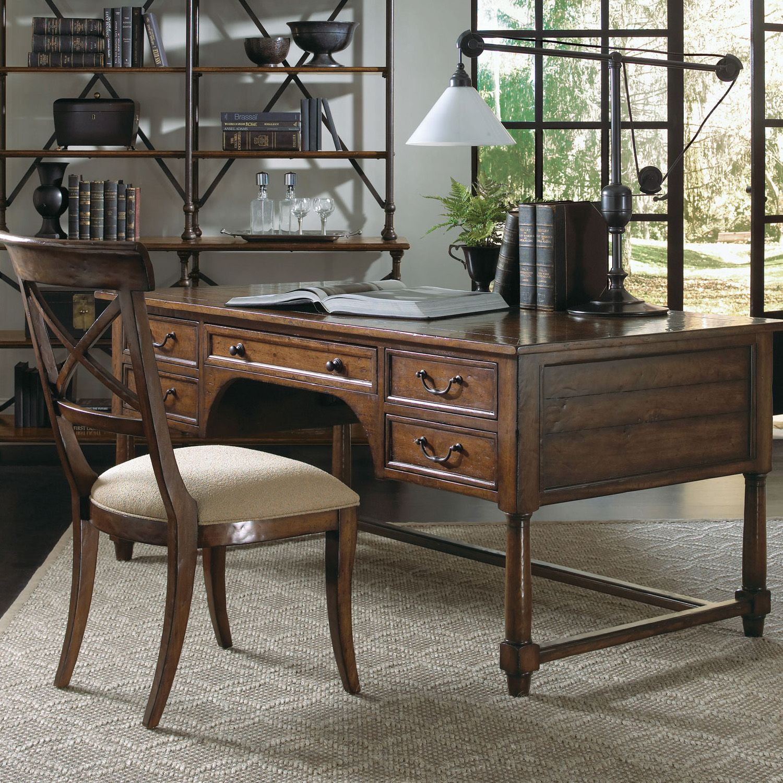 Bernhardt. Vintage Patina Desk, Plantation Mahogany Veneers, Tobacco Finish