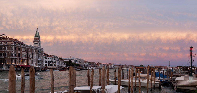 Panorámica de un atardecer impresionante en Venezia    Escuchando: Forever More - Moloko