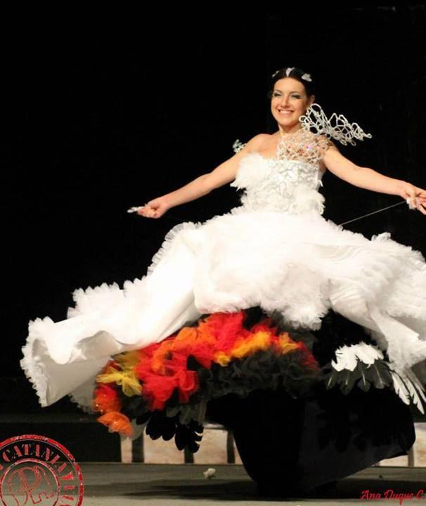 Vestito Da Sposa Katniss Everdeen.Katniss Everdeen Wedding Dress Trasformation Mockingjay From