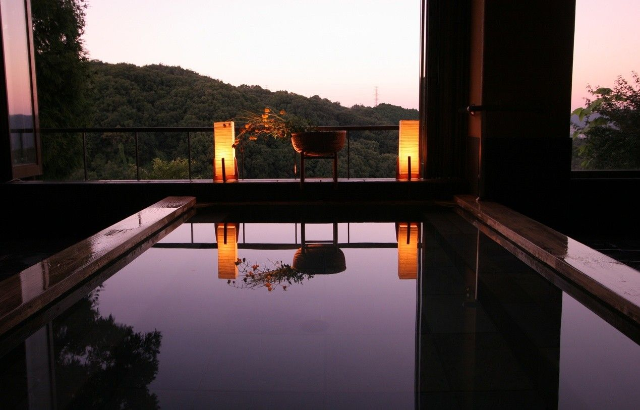 12 Incredible Onsen Getaways From Osaka Choose From Large Spas Private Family Baths Konyoku Mixed Gender Onsen And More Ons Onsen Osaka Hot Springs Japan