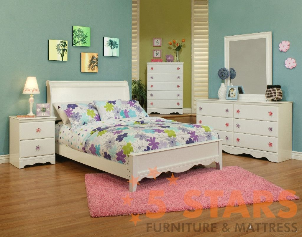 weeki poster bedroom set this bed is beautiful and not too big for