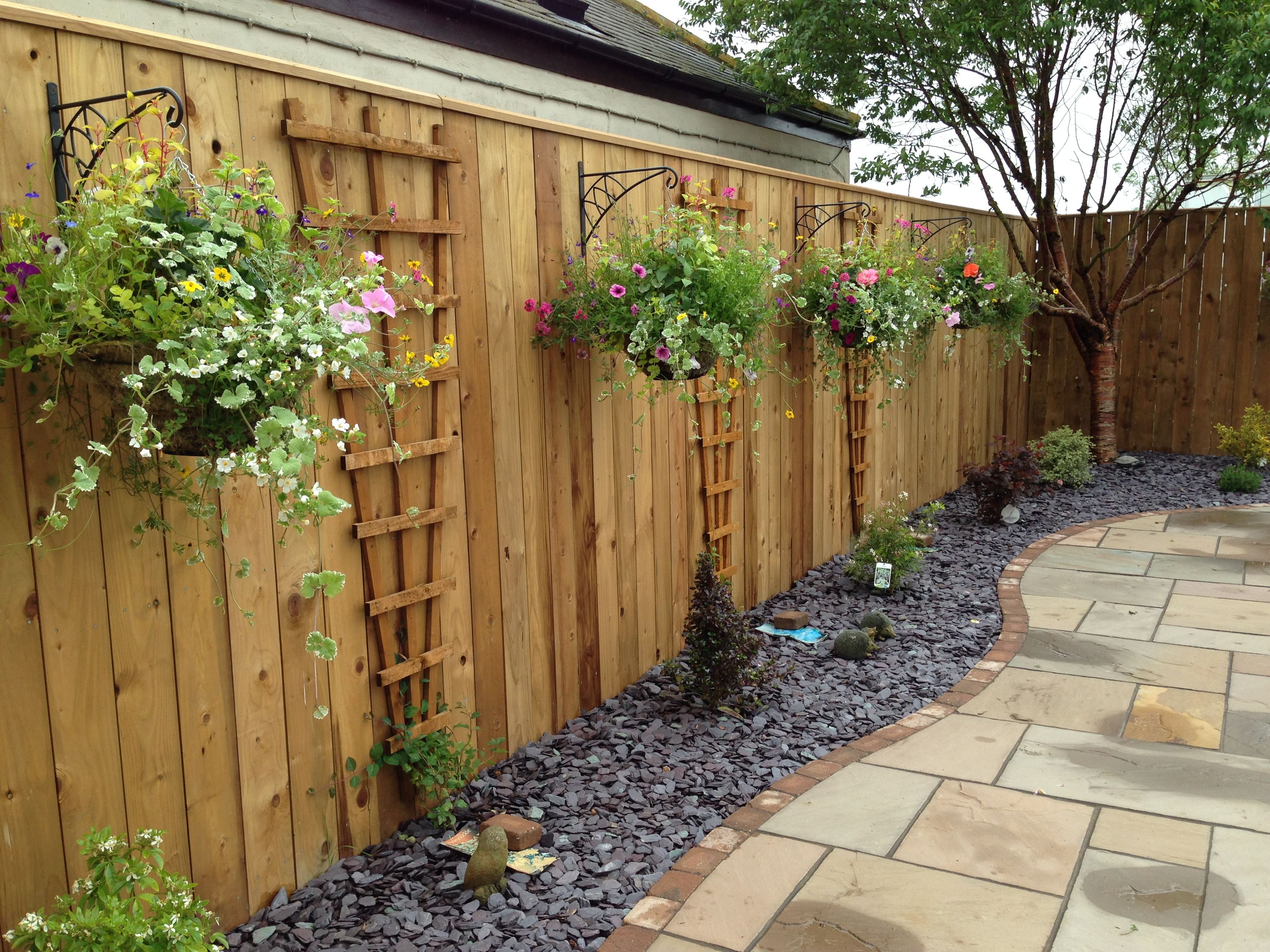 garden borders with plum slate and patio - Google Search | Garden ...