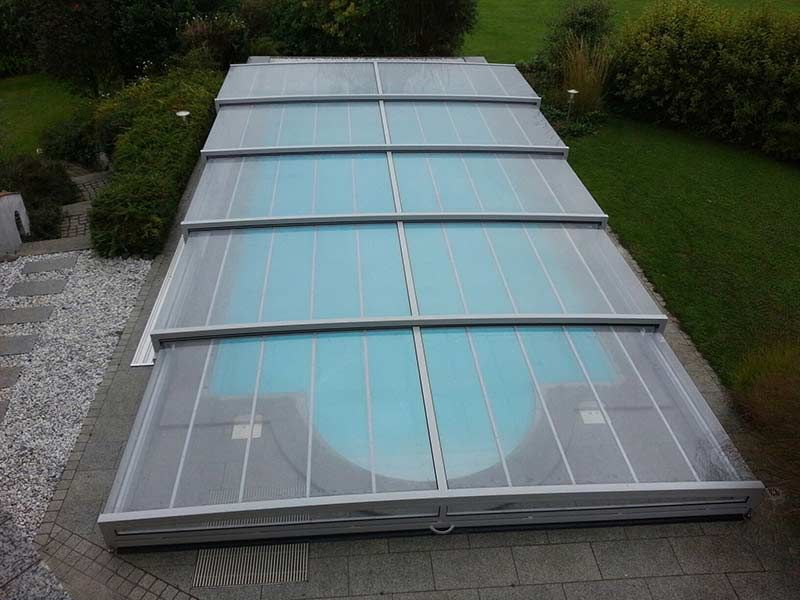 Poolüberdachung mit einseitiger Laufschiene aus Österreich piscina