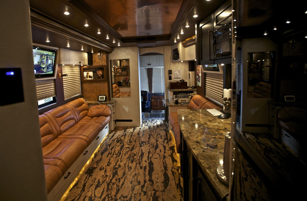 One direction tour bus interior - Zac Brown S Tour Bus Interior Rustic Touches And Country Themes Highlight Zac Brown S Deluxe Tour Bus On Hgtv