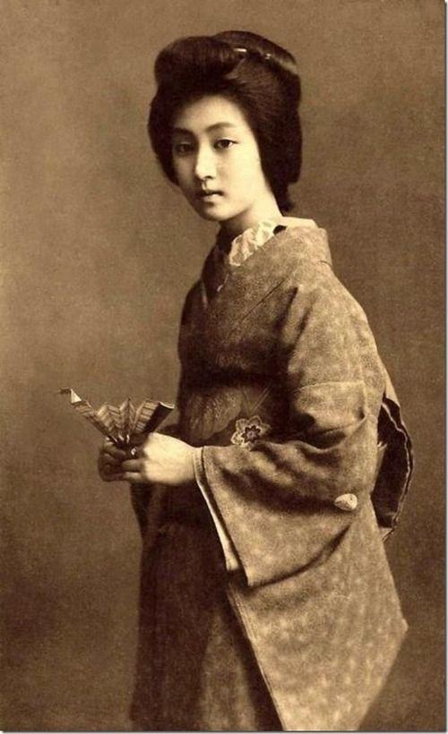 和装美人 beautiful Japanese woman in kimono