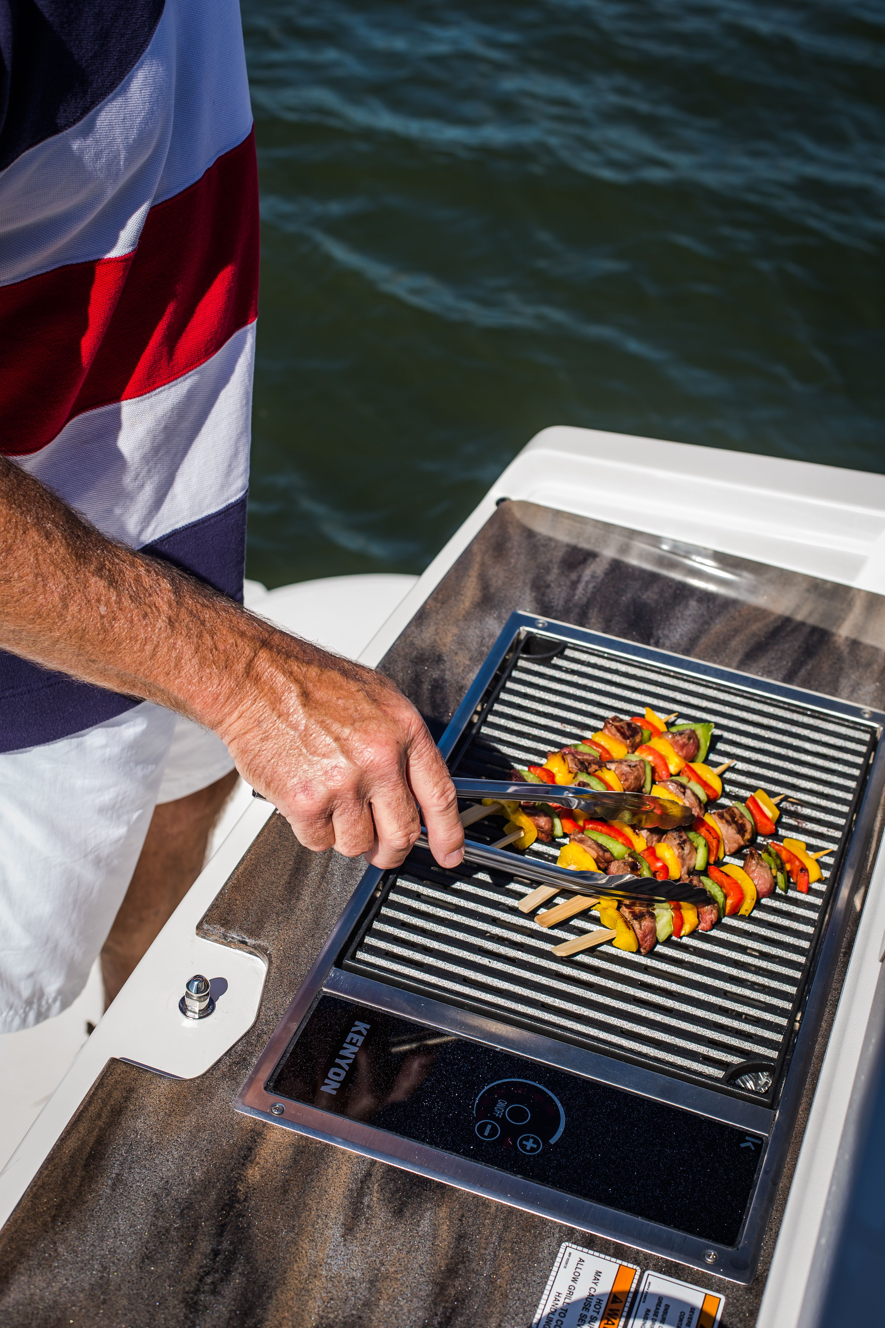 Kenyon No Lid Grill Installed On A Sea Ray 350 Sundancer