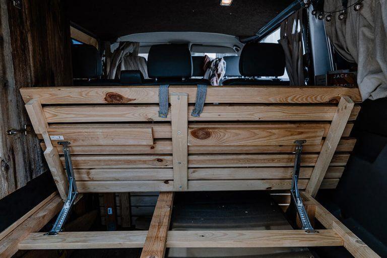 Campervan Selbstausbau Das Bett im VW T5 Transporter