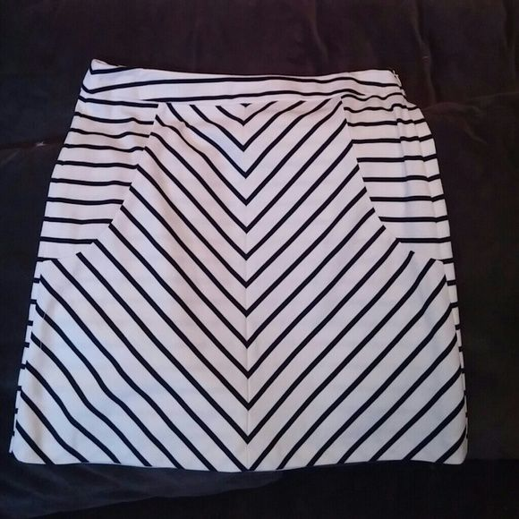 Cute striped skirt Slimming striped skirt Cynthia Rowley Skirts Midi