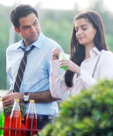 Sonam Kapoor & Abhay Deol on the Sets of Aisha | Abhay deol, Sonam ...