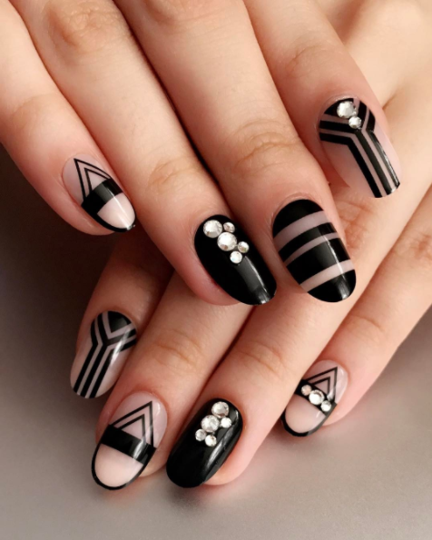 These Perfectly Linear Nails White Nail Art Nails Black And White Nail Art