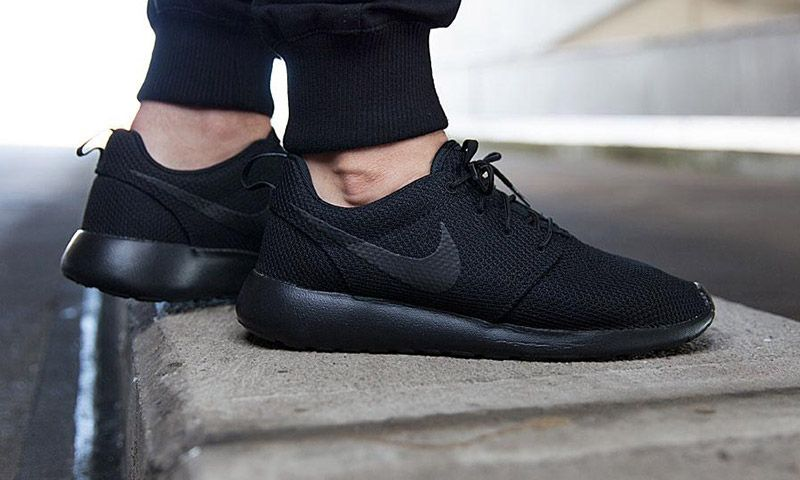 official photos 60ca8 e1c31 Nike Releases All-Black Roshe One | Sneakers | Running shoes ...