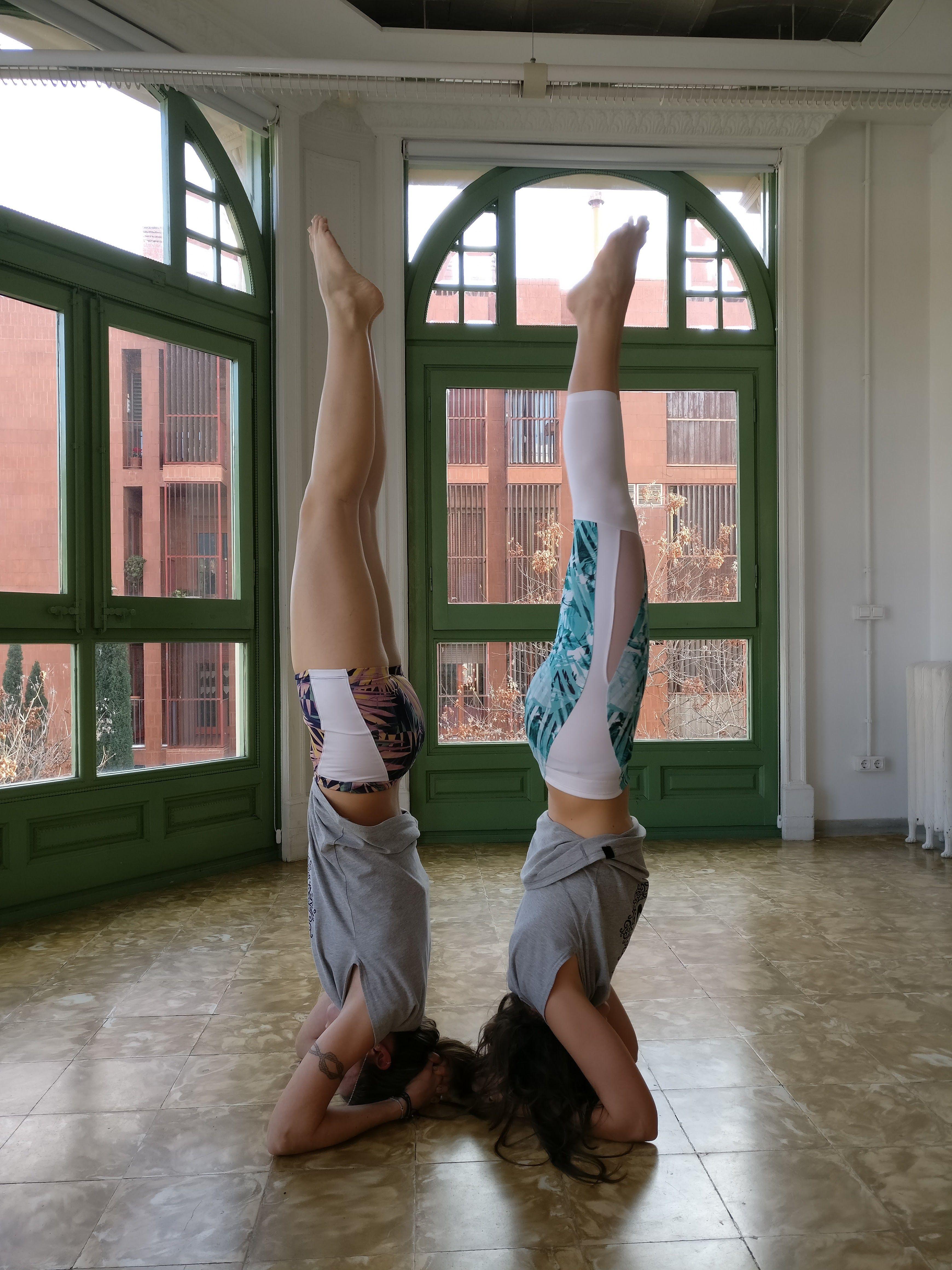 sirsasana yoga gaudiumvita partner acroyoga